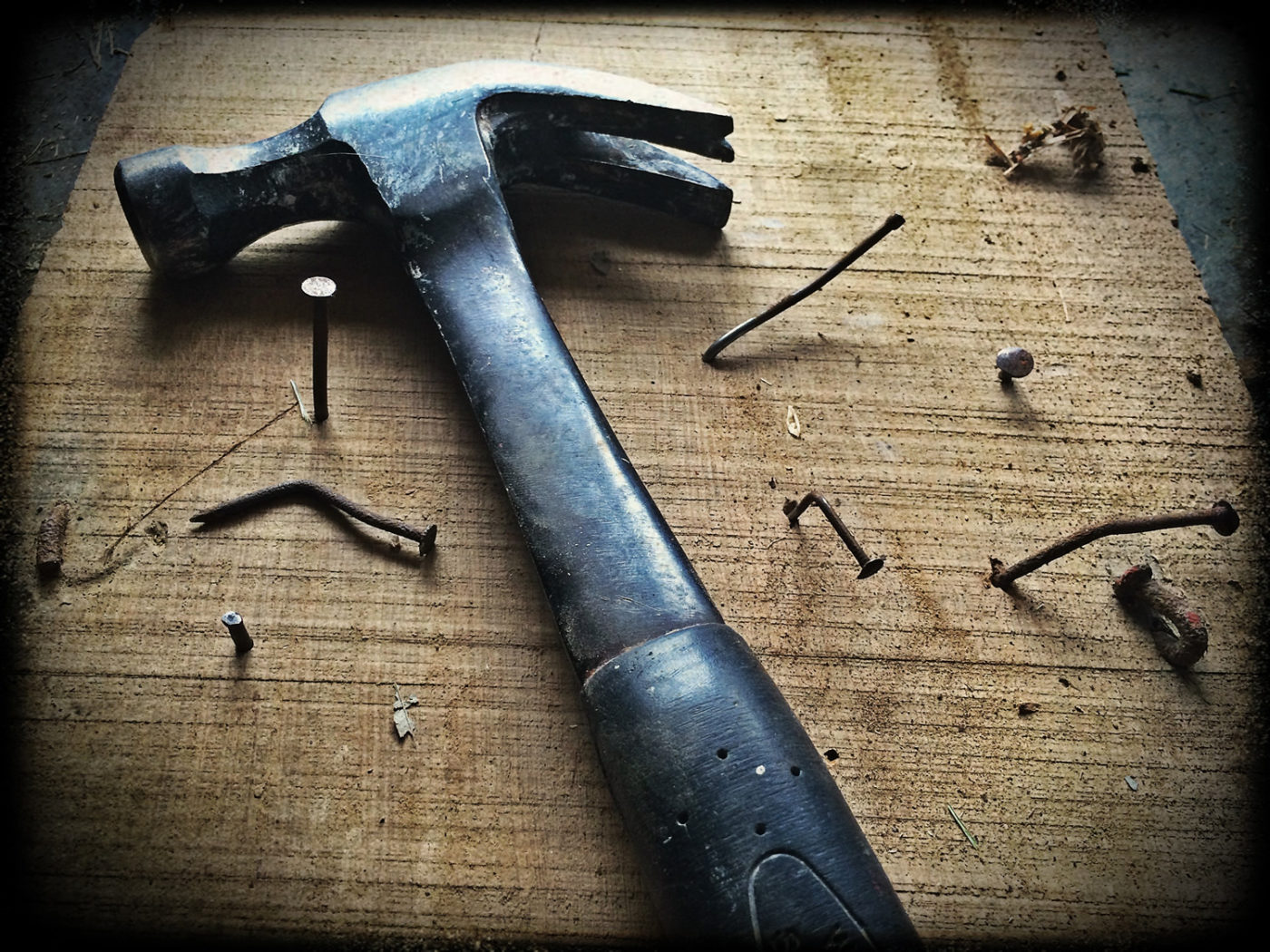 Construction claw hammer